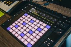 stereoschool-studio-controller-604x406