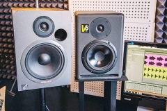 stereoschool-studio-monitors-604x406